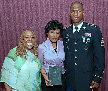 WDAS radio personality Patty Jackson (l) and award recipient Fox News anchor/reporter Joyce Evans (Photo by Bill Z. Foster)